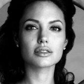Анджелина Джоли дебютировала в роли режиссера